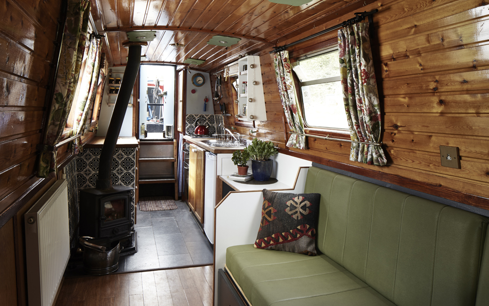 Hire the stylish narrowboat Gloria from Star Narrowboat Holidays based in Manchester, England, UK.